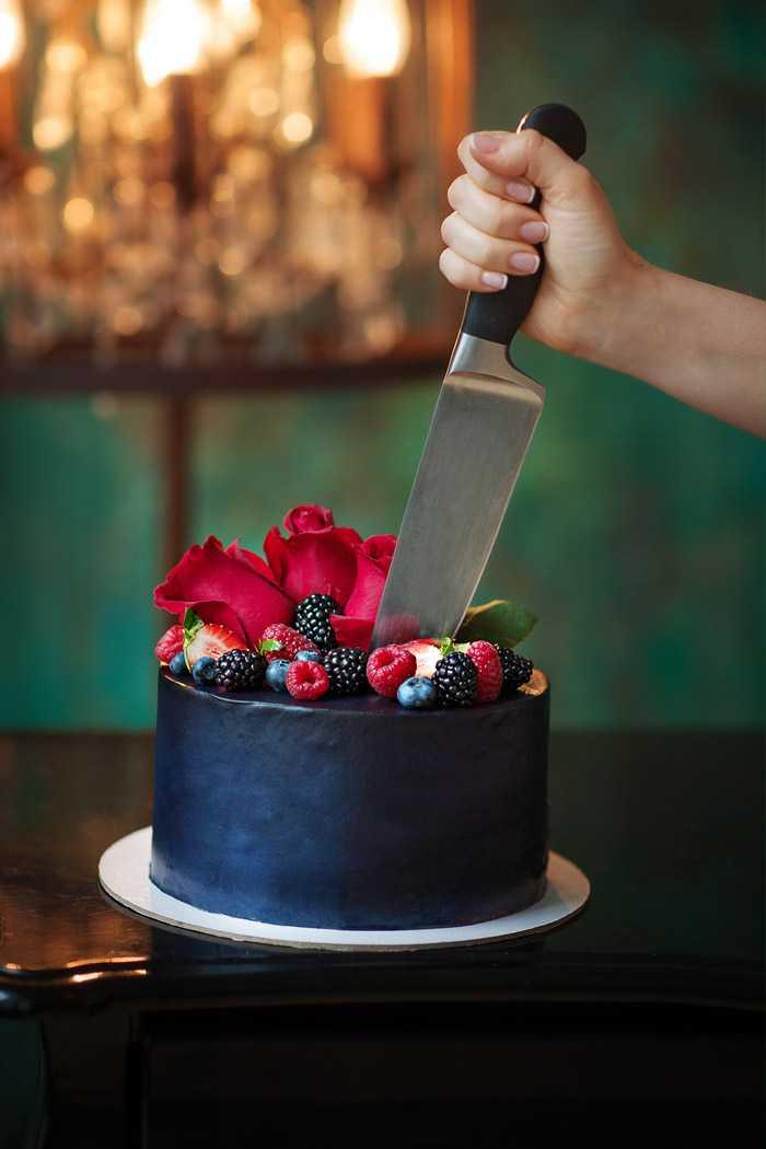 Торт с ножом