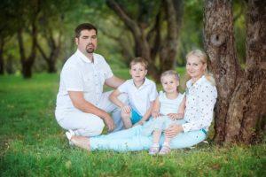 Калиничева Анна. Семейная фотоссесия в студии и на природе.